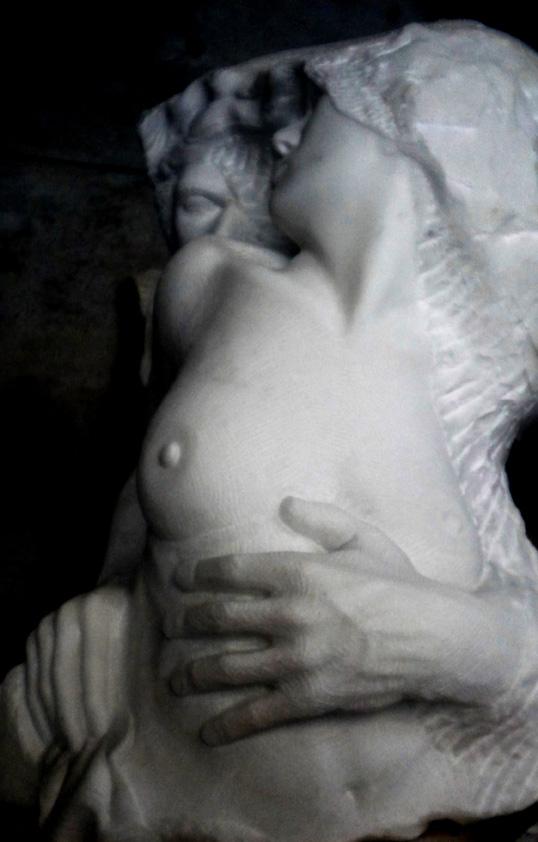 abbraccio III marmo statuario di carrara 2010  40x45x80 (2)