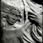 donna-mano bassorilievo marmo bianco di carrara 2011  50x45x10 (2)