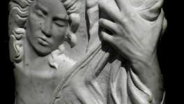 donna-mano bassorilievo marmo bianco di carrara 2011  50x45x10 (3)