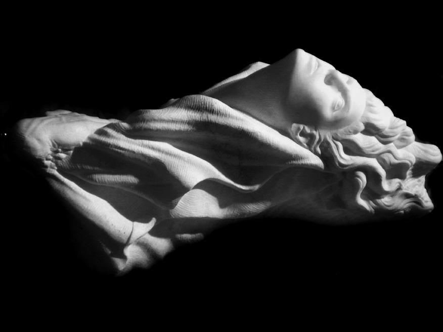 donna-mano marmo statuario di carrara 2010      60x40x35  (1)