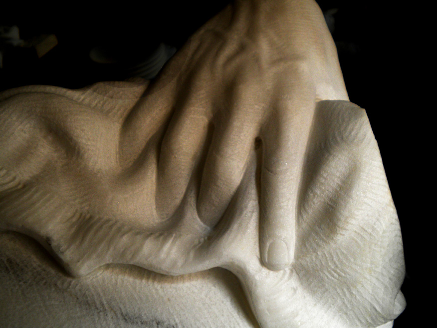 donna-mano marmo statuario di carrara 2010      60x40x35  (12)