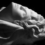 donna-mano marmo statuario di carrara 2010      60x40x35  (2)